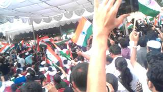 Large growing crowd at freedom park bangalore supporting anna's jan lokpal & anticorruption