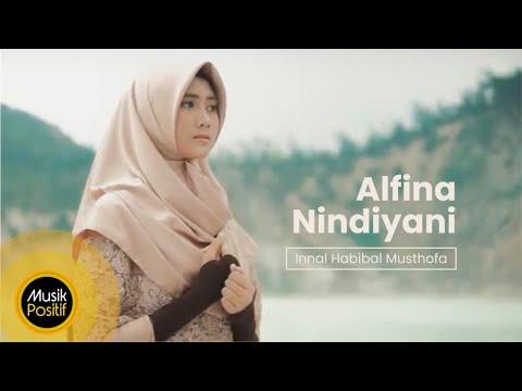 Alfina Nindiyani - Innal Habibal Musthofa (Cover Music Video)