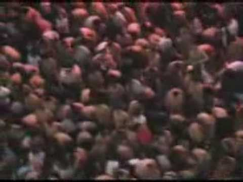Gente que participó en el desnudo masivo de Spencer Tunick en el Zócalo