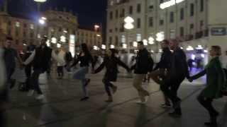 Flashmob 1 München Karlsplatz stachus Yalla Dabke