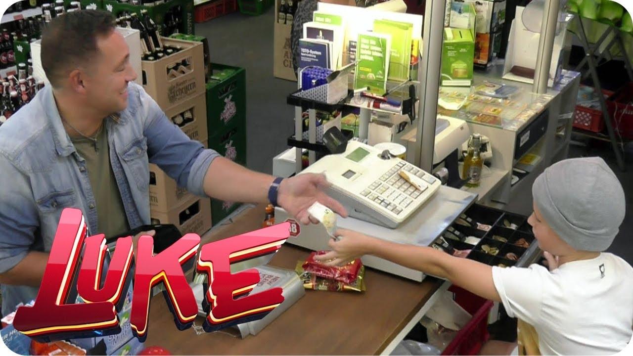Download Kinder ferngesteuert im Kiosk! Erwachsene abzocken | LUKE! Die Woche und ich