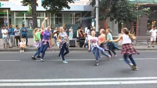 Mark Ronson & Bruno Mars – Uptown Funk choreography