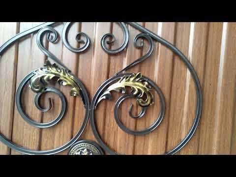 Распашные ворота и забор из профнастила с элементами ковки. Поселок Энем.