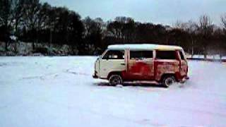 Crazy VW T3 Bang Bus Rotation Winterfun