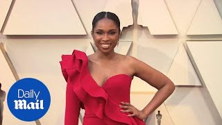 Jennifer Hudson is red hot in asymmetrical gown at 2019 Oscars