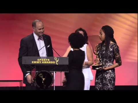 Ernie Johnson Gives Emmy To Stuart Scott