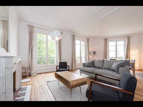 (Ref: 17079) 2-Bedroom furnished apartment for rent on Place de Breteuil (Paris 7th)