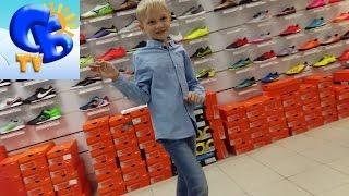 Покупаем детские бутсы сороконожки Найк Адидас для футбола Buy child boots Adidas for football(Старший брат покупаем детские бутсы сороконожки Найк Меркуриал, примеряем сороконожки Адидас для футбола..., 2016-04-16T05:49:43.000Z)