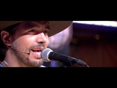 Waylon rockt met Songfestival-nummer 'Outlaw In 'E - RTL LATE NIGHT