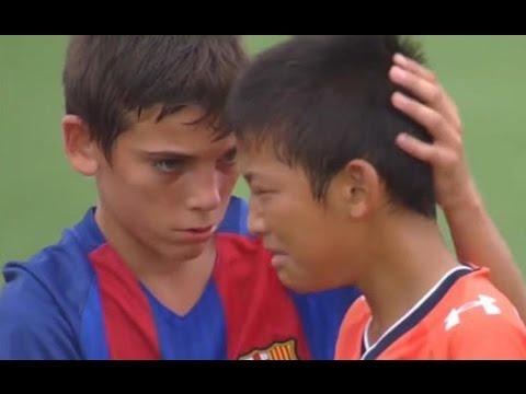 Barcelona Youth Soccer Team's Heartwarming Sportsmanship VIDEO
