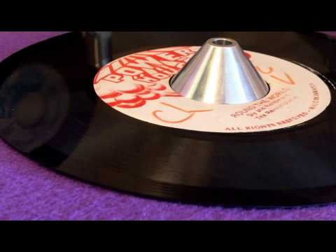 SLY & ROBBIE AND THE REVOLUTIONARIES ~ Round The World (GENERAL ECHO ~ Drunken Master, B Side)