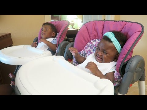 THE TWINS USE A HIGH CHAIR FOR THE 1ST TIME ON VACATION!