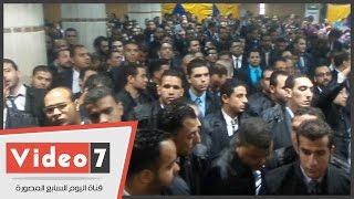 مئات الشباب من خريجى كليات الحقوق يؤدون اليمين أمام نقيب المحامين