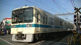 小田急8000形8252F+8052F快速急行小田原行き 向ヶ丘遊園駅横の踏切にて