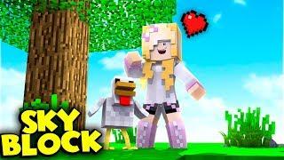 JULIA ADOPTOWAŁA KURCZAKA!    Minecraft Skyblock S2 #6