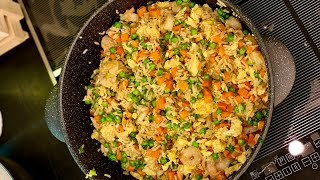 Жареный рис с креветками. Shrimp fried rice.