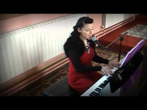 Siobhan Flanagan -- pianist and singer - The Rose (cover)