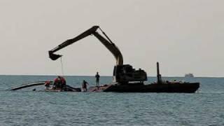 прокладка трубы по дну моря(А чей эт вы делаете? :), 2010-08-03T01:22:15.000Z)