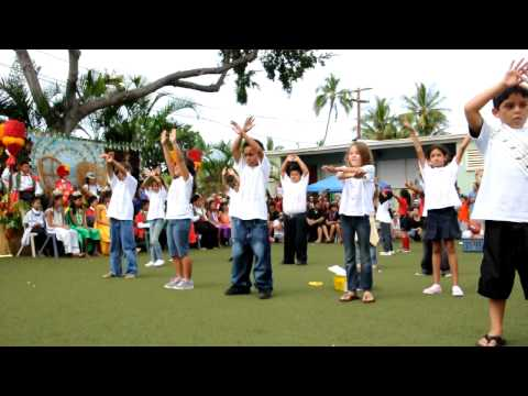 Jaela & the 2nd graders of King Kamehameha III School