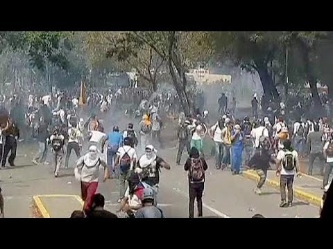 More violence on Caracas streets as Venezuelan President Maduro stands firm