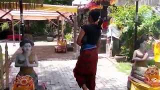 Video Jan Aversteeg Kadek Parvati visits pura Campuhan Windhu Segara download MP3, 3GP, MP4, WEBM, AVI, FLV September 2018