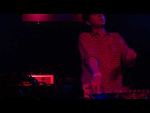 Nosaj Thing - Coat Of Arms (Live)