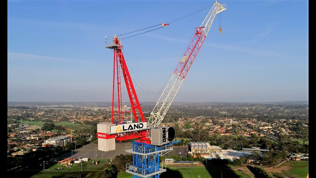 Strictly Cranes dismantles Raimondi luffing LR213 in Sydney suburb