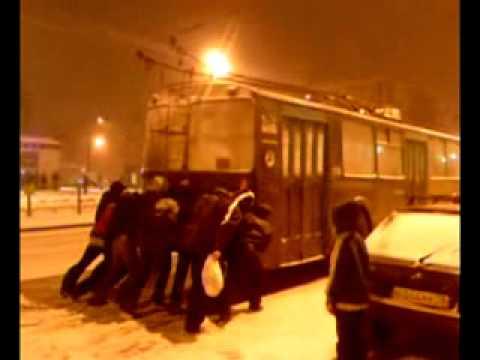 17.10.2014 Толкаем троллейбус (Ижевск)