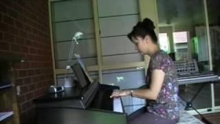 Download Yolandi playing