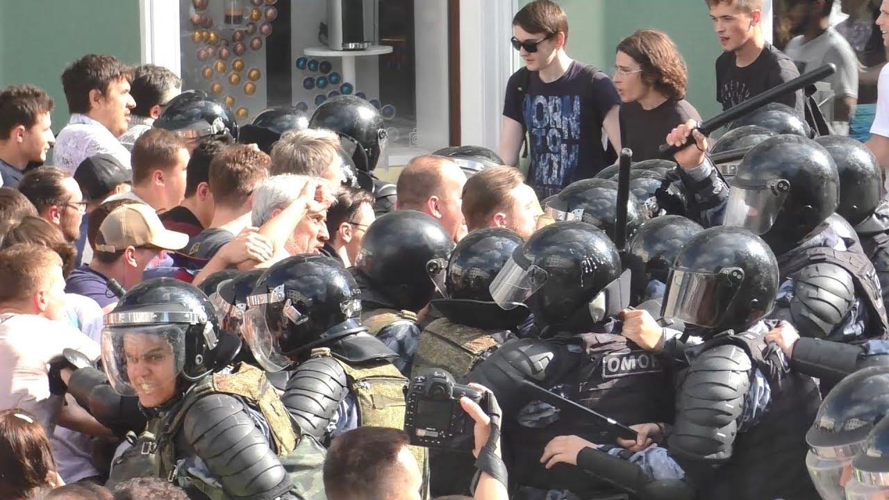 Прокуратура просит приговорить к 4 годам участника акции 27 июля Емельянова