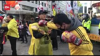 자유한국당 앞 '막말 쓰레기' 명단 발표 현장 (시선강탈 권투 연습)