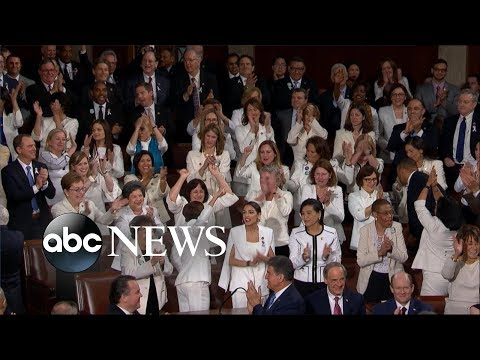 Democratic women give Trump standing ovation l State of the Union 2019
