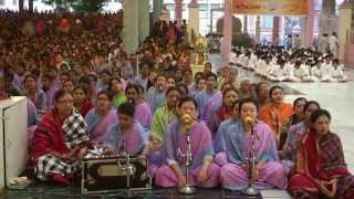 Vanamali Radha Ramana Giridhari Govinda - Sai Bhajan