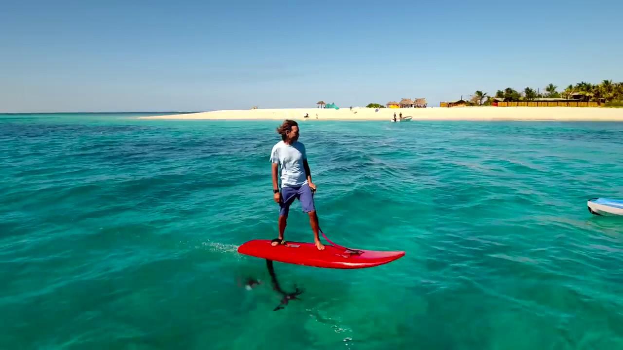 Jetfoiler la tavola da surf che vola sull 39 acqua youtube - Tavola da surf a motore ...