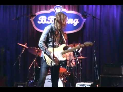 "Chaz DePaolo performs ""Voodoo Chile"" at BB King's Niteclub in NY"