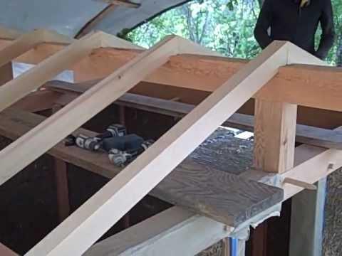 El techo con las vigas principales youtube for Como poner chirok en el techo