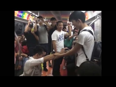 Gay Marriage Proposal on Beijing Subway, Video Goes Viral