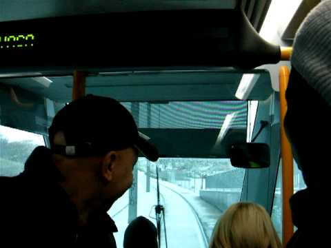 Metro ligero ML2 circulando tras la nevada