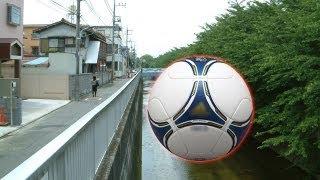 川に落ちたボールを探そうとした小学2年の男児(7)が誤って転落した...