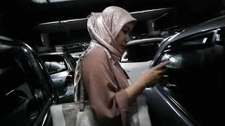 Mommy Mat Sedang Fokus Chatting by Kamil Reoga