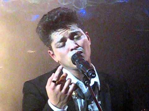Bruno Mars - Talking To The Moon Live @ Cafe De Paris