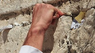 Доставка записок в Стену Плача в Иерусалиме(Доставка записок в Стену Плача от 10 июля 2015 года. Теперь вы можете увидеть видео-отчёт о том, как наши партне..., 2015-07-11T13:21:59.000Z)