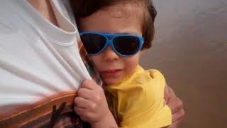 ابني يخاف من موجات البحر!!ـ