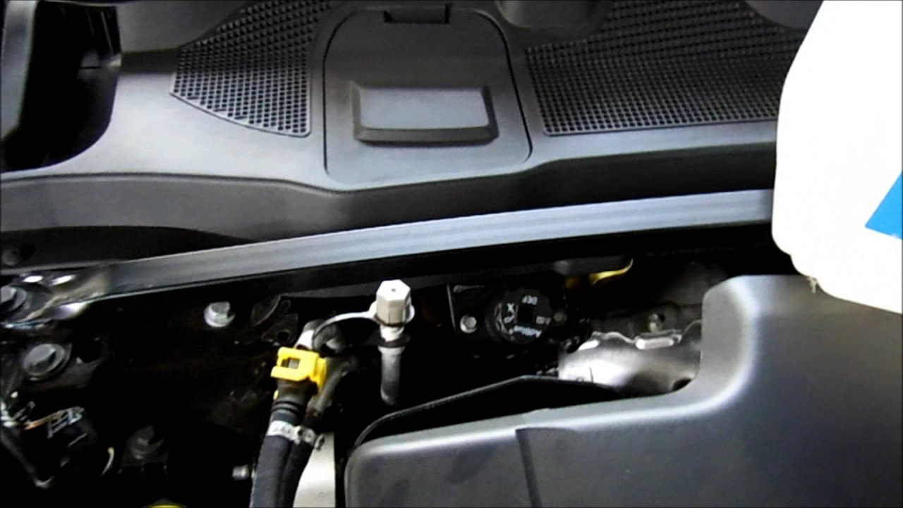 Land Rover Discovery 2017 >> Land Rover Discovery Sport DEF AdBlue Refill - YouTube