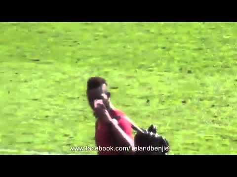 Mario Balotelli flips United fans the...