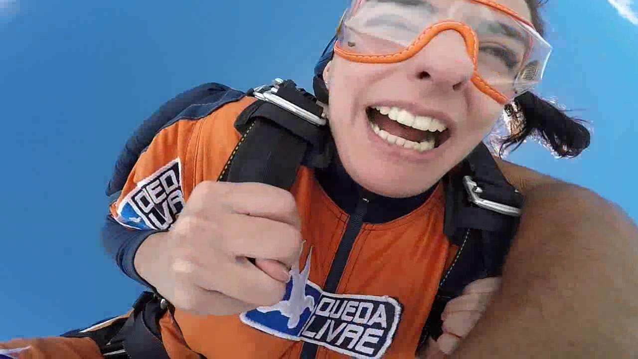Salto de Paraquedas da Katrin na Queda Livre Paraquedismo 07 01 2017
