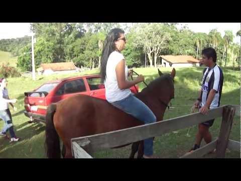 samanta andando a cavalo