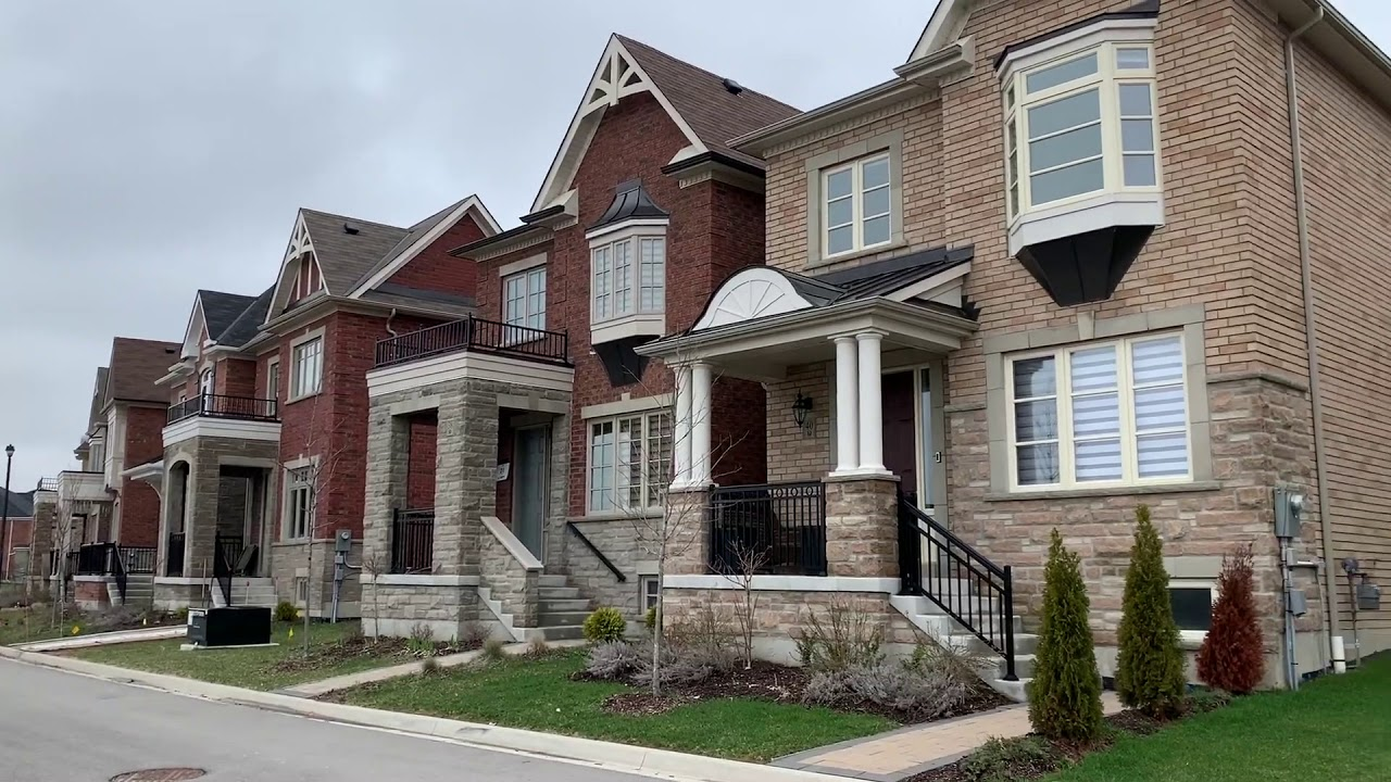 What does typical Canadian house look like. New neighbourhood ...