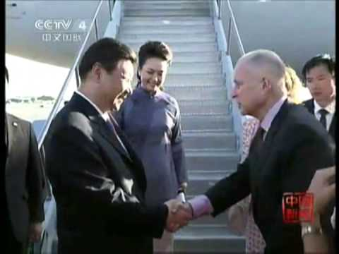 Chinese President Xi Jinping and First Lady Peng Liyuan arrived Ca USA主席习近平与夫人彭丽媛抵达美国加州
