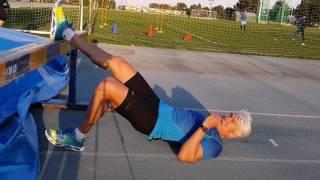 видео Что делать при растяжении мышц или сухожилий бедра?